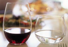 Stemmed vs Stemless Wine Glasses
