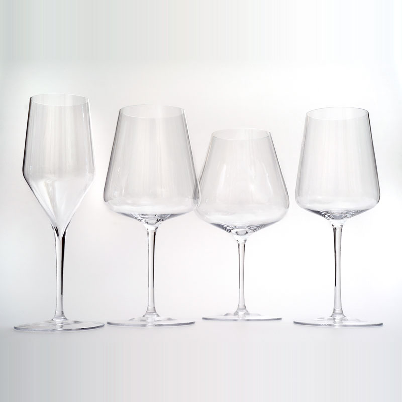 sparkling glass The taste of champagne is greatly affected by the shape of the glass so in order to have the best tasting sparkling wine, here's a little insight on how to choose the right glasses for your champagne preference.